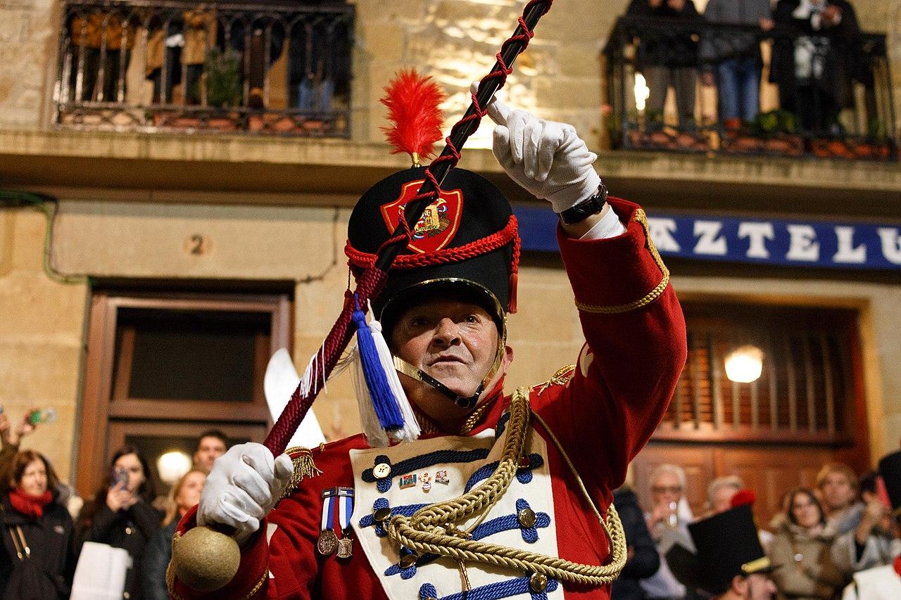 Escapada a la tamborrada de San Sebastián - Detalles de las asociaciones y sus secciones